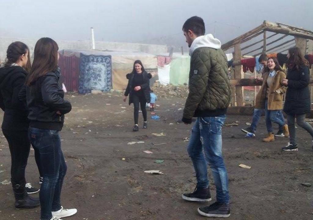 Anetare te Akademise Rinore shperndajne ndihma per familjet ne nevoje ne qytetin e Peshkopise