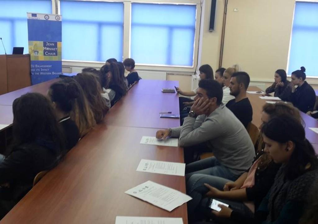 Akademia Rinore prezantohet ne Universitetin e Gjirokastres