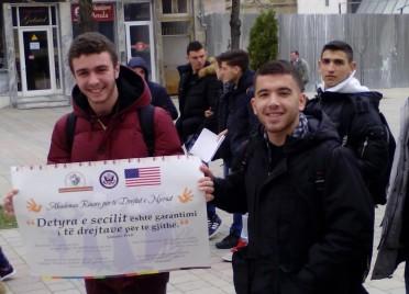 """Se bashku per te drejtat e njeriut – Aktivitet me nxenes te shkolles """"Raqi Qirinxhi"""" ne Korçe"""